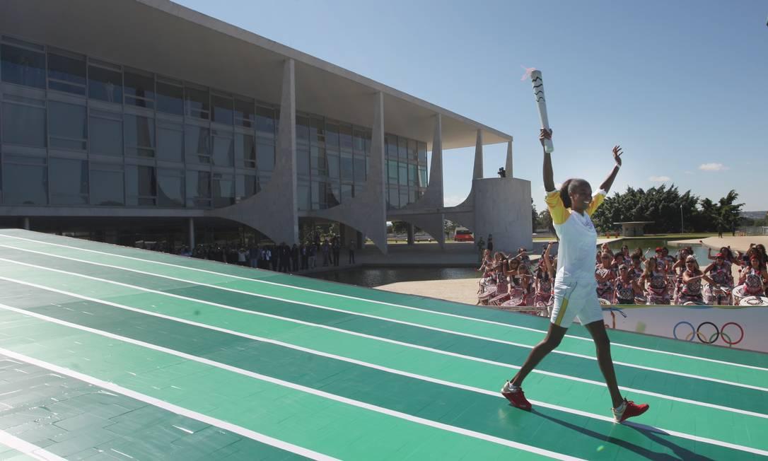 Fabiana Claudino, bicampeã olímpica com a seleção feminina de vôlei, deu início ao revezamento da tocha no Brasil Andre Coelho / Agência O Globo