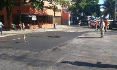 Buraco volta a se abrir em Ipanema no mesmo trecho danificado no sábado Foto: Leitora Izabel Aguiar