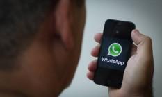 Aplicativo foi criado apenas para a troca de mensagens de texto pelo celular, serviço que era caro nas operadoras de telefonia Foto: Marcos Alves / Agência O Globo