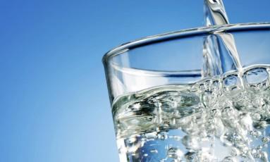 Beber mais água ajuda a perder peso Foto: Taffi - Fotolia