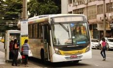 Na Santo Afonso. O novo ponto da linha 410 é motivo de queixas Foto: Guilherme Leporace / Agência O Globo