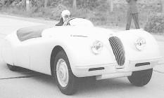 213km! Na estrada belga, o XK 120 se torna o carro de série mais rápido do mundo Foto: Reprodução / 30-5-1948