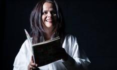 A atriz. Denise também dirige peça que investiga a relação entre som e palavra Foto: Divulgação/Rodrigo Castro