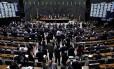 Câmara aprova urgência de projetos que reajustam salário de ministros do STF