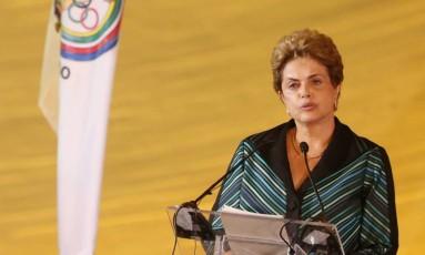 A presidente Dilma Rousseff participa da cerimônia de chegada da Chama Olímpica Rio-2016 em Brasília Foto: Andre Coelho / Agência O Globo