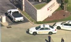 Polícia chega ao local invadido por atirador no Texas Foto: Reprodução/FOX