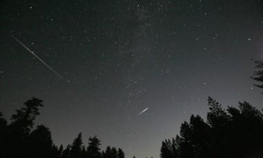 As chuvas de meteoro acontecem quando a Terra passa pelo rastro de poeira de cometas Foto: Mario Anzuoni / REUTERS