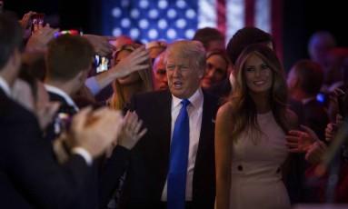 Trump e a mulher, Melania, chegam a discurso na Trump Tower Foto: DAMON WINTER / NYT