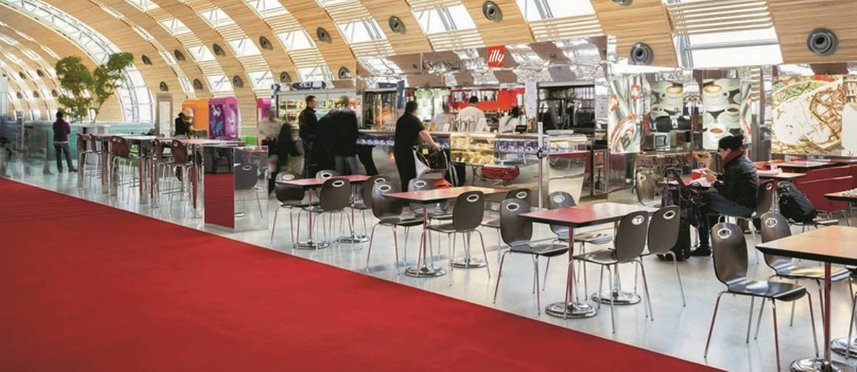 Dicas de lugares para comer em 17 aeroportos pelo mundo