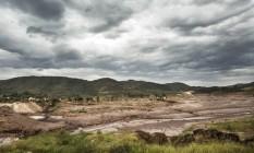 O rastro da destruição em Bento Rodrigues, distrito de Mariana (MG), seis meses após rompimento de barragem da Samarco Foto: Ana Branco / Agência O Globo / 26-4-2016