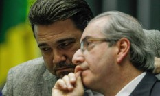 O deputado Marco Feliciano (PSC-SP) conversa com o presidente da Câmara, Eduardo Cunha (PMDB-RJ) Foto: André Coelho / Agência O Globo / 3-9-2015