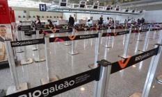 Ampliação. Balcão no Terminal 2, próximo à área de expansão, que terá mais pontes de embarque. Obra faz parte de preparativos para os Jogos Foto: Custódio Coimbra / O Globo