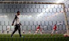 Jogadores do Nacional comemoram gol sobre o Corinthians pela Libertadores Foto: PAULO WHITAKER / REUTERS