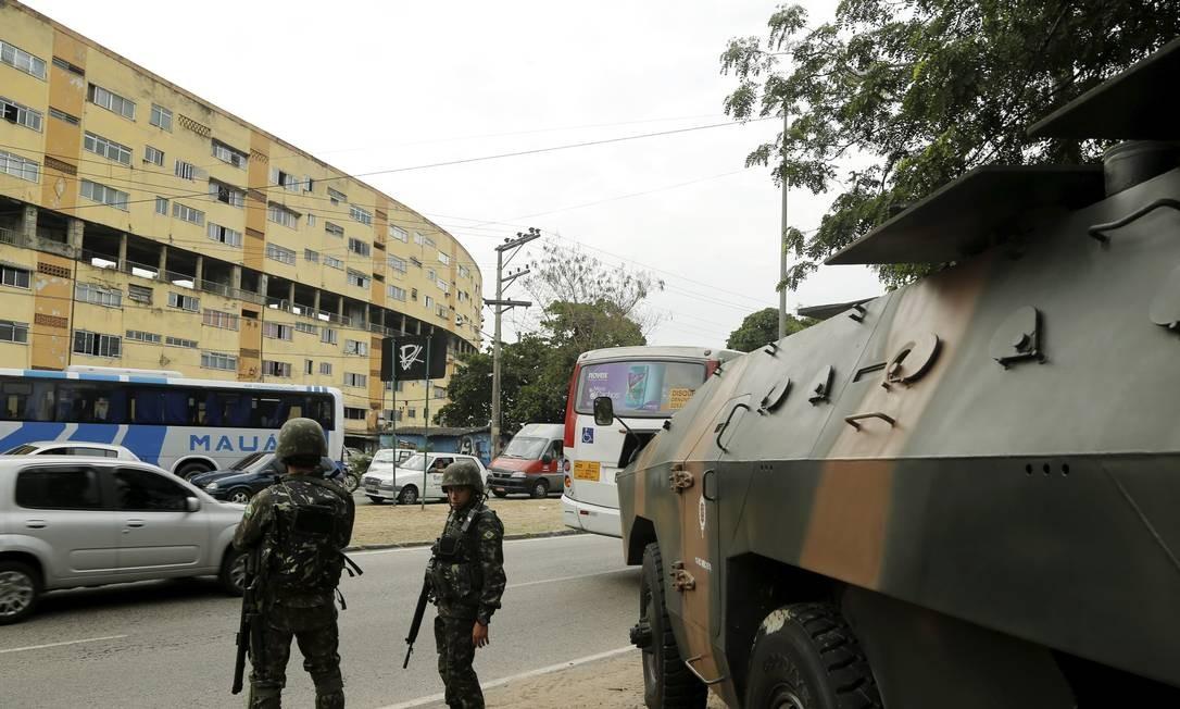 Cerca de 200 homens do Exército participaram da ação Foto: Gabriel de Paiva / O Globo