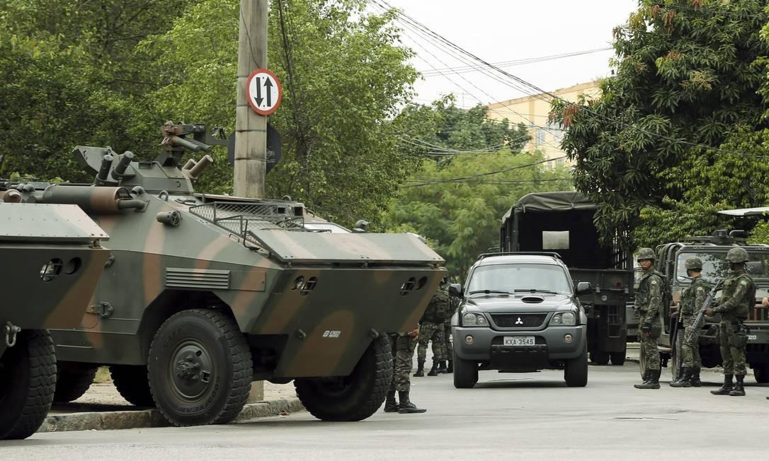 Um homem - que não teve a identidade divulgada - foi preso por desacato a autoridade Foto: Gabriel de Paiva / O Globo