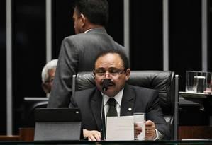 Waldir Maranhão (PP-MA) chega e encerra a sessão que estava acontecendo no Plenário. Foto: Jorge William / Agência O Globo