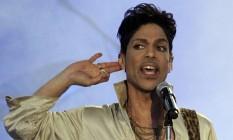 Prince durante show na Inglaterra, em 2011 Foto: OLIVIA HARRIS / Reuters