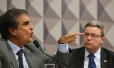 O ministro da AGU, José Eduardo Cardozo, e o relator Antonio Anastasia Foto: Ailton Freitas / Agência O Globo
