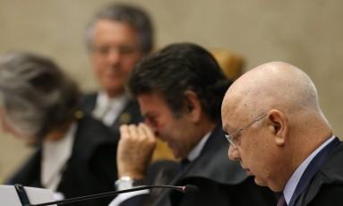 O ministro Teori Zavascki, do STF, lê seu voto sobre o afastamento de Eduardo Cunha (PMDB-RJ) Foto: Lula Marques/Agência PT