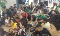 Cerca de 100 alunos ocupam a sede da secretaria Foto: Giselle Ouchana