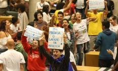 Estudantes recebem intimação para deixar Alesp em 24h Foto: Marcos Alves / Agência O Globo