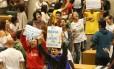 Estudantes recebem intimação para deixar Alesp em 24h