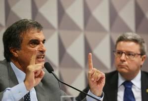 O advogado-geral da União, José Eduardo Cardozo, e o senador Antonio Anastasia (PSDB-MG) Foto: Ailton Freitas / Agência O Globo / 5-5-2016