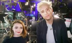 Maisie Williams com o âncora Nick Grimshaw da Radio 1 da BBC Foto: Reprodução