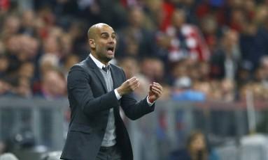Guardiola pode conquistar seu terceiro título nacional na Alemanha Foto: AP /Matthias Schrader