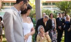 Fabiana e Fred se casaram nos jardins do Hospital Brasília, no Distrito Federal Foto: Thiago Galleone / Galleone Fotografia