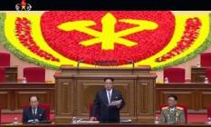 Kim Jong-un faz discurso de abertura no primeiro dia de histórico congresso do partido único da Coreia do Norte Foto: AP