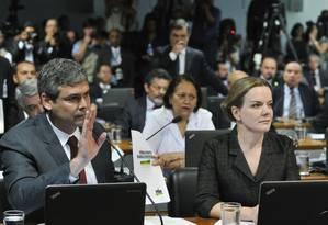 O senador Lindbergh Farias (PT-RJ) em pronunciamento durante sessão da comissão especial do impeachment Foto: Geraldo Magela / O Globo
