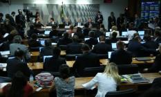 Comissão do impeachment do Senado vota o relatório do senador Anastasia Foto: Agência O Globo / Ailton Freitas