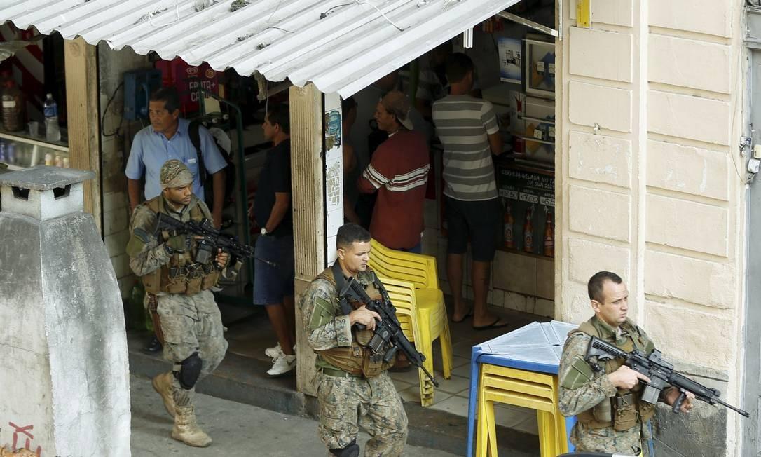 A violência causou a morte de seis pessoas, uma delas um policial do Bope. Outras quatro pessoas ficaram feridas, sendo duas delas também PMs Foto: Gabriel de Paiva / Agência O Globo