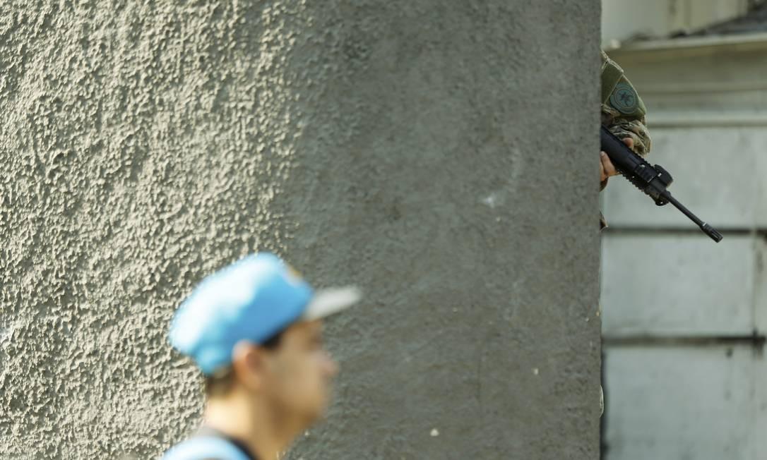 As aulas foram suspensas na região nesta sexta-feira Foto: Gabriel de Paiva / Agência O Globo