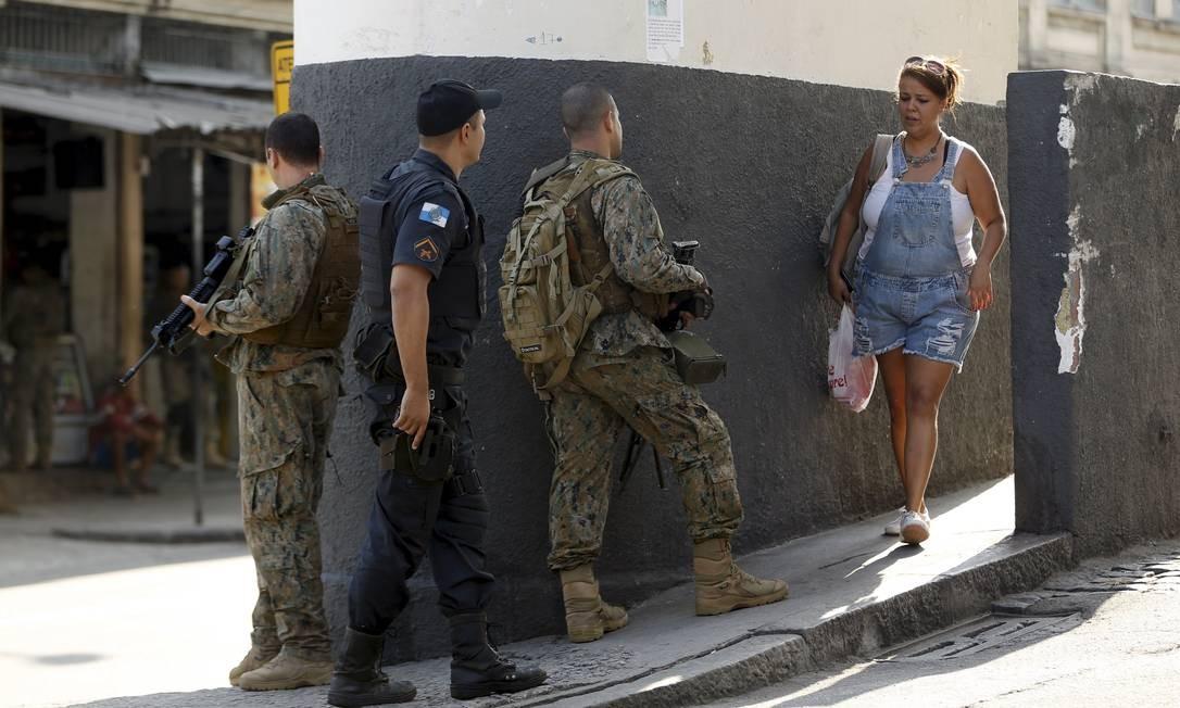 Ao todo, 975 alunos foram prejudicados pela violência na região Foto: Gabriel de Paiva / Agência O Globo