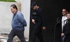 O ex-senador Gim Argello e o empresário Ronan Maria Pintodurante tranferência para o Complexo Médico Penal Foto: Geraldo Bubniak / Agência O Globo / 03-05-2016