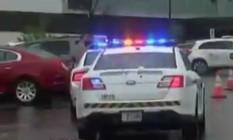 Polícia chega a centro comercial atingido por tiroteio em Maryland Foto: Reprodução