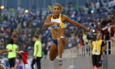 Keila Costa salta no evento de abertura da Liga Diamante Foto: KARIM JAAFAR/AFP