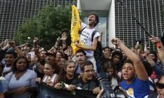 Estudantes deixam a Assembleia Legislativa Foto: Edilson Dantas / Agência O Globo