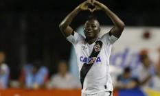 Riascos comemora um de seus gols com a camisa do Vasco em 2016 Foto: Alexandre Cassiano / Agência O Globo