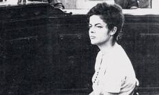 Dilma Rousseff durante interrogatório em 1970 Foto: Reprodução da Revista Época