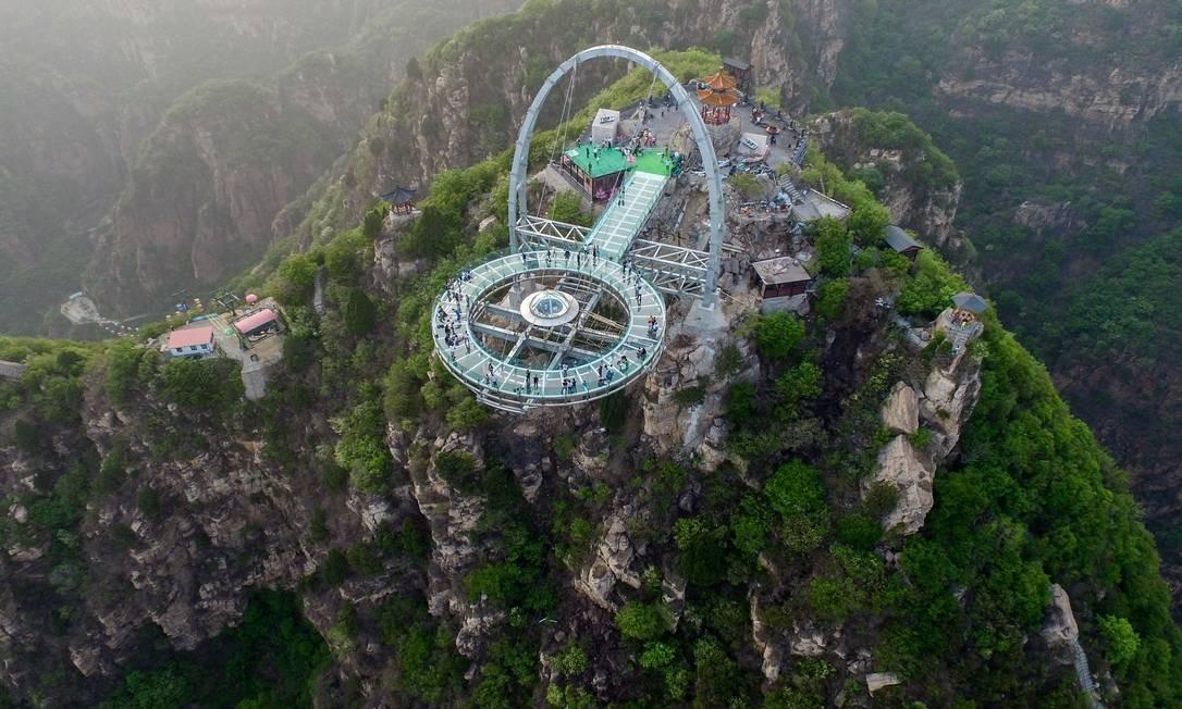 O mirante de Shilinxia, é cercado de florestas e montanhas escarpadas Foto: STR / AFP