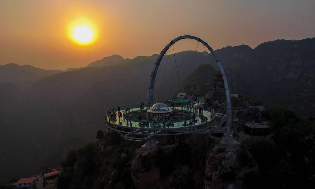 Ocupando uma área de 415 metros quadrados a plataforma panorâmica de Shilinxia é considerada a maior do gênero Foto: AFP