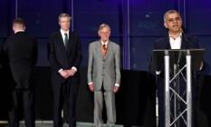 Paul Golding (esquerda) vira costas a Sadiq Khan Foto: TOBY MELVILLE / REUTERS