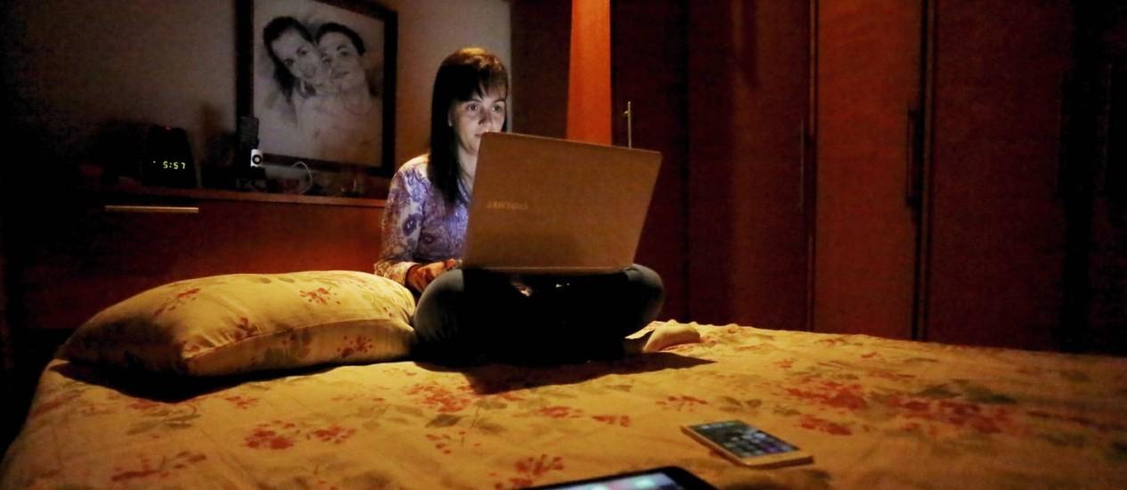 Males modernos: computadores, TVs e tablets estão levando as pessoas a dormirem cada vez mais tarde e, consequentemente, menos Foto: Marcelo Piu