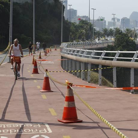 Justiça do Rio manda fechar o Ciclovia Tim Maia, mas prefeitura fecha apenas meia pista Foto: Domingos Peixoto / Agência O Globo