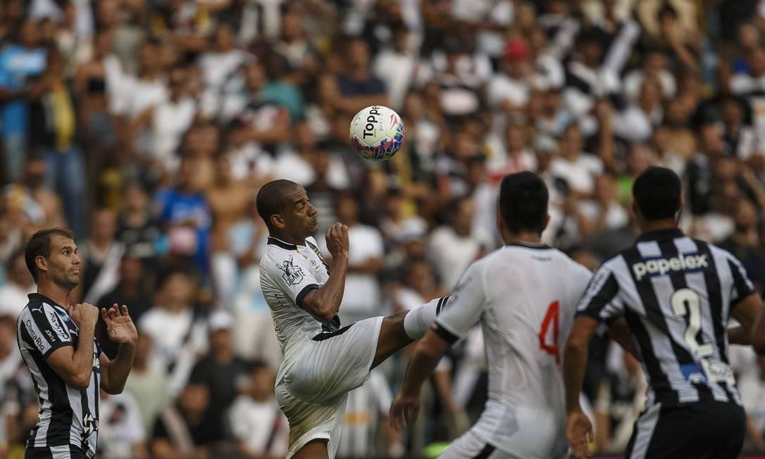 Vasco e Botafogo em ação no segundo jogo da final do Campeonato Carioca Daniel Marenco / Agencia O Globo / Agência O Globo