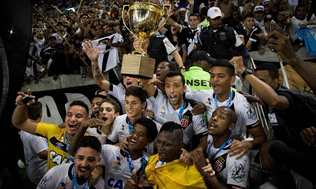 Festa dos jogadores do Vasco com a conquista carioca sobre o Botafogo Guito Moreto / Agência O Globo