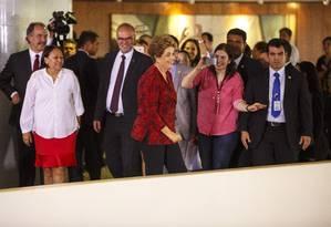 A presidente Dilma Rousseff sorri após a cerimônia de anúncio de novas universidades, na manhã desta segunda-feira, no Palácio do Planalto Foto: Daniel Marenco / Agência O Globo